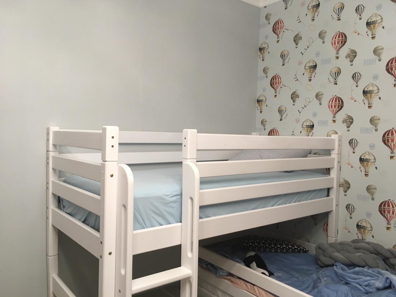 Детская кроватка из дерева 2