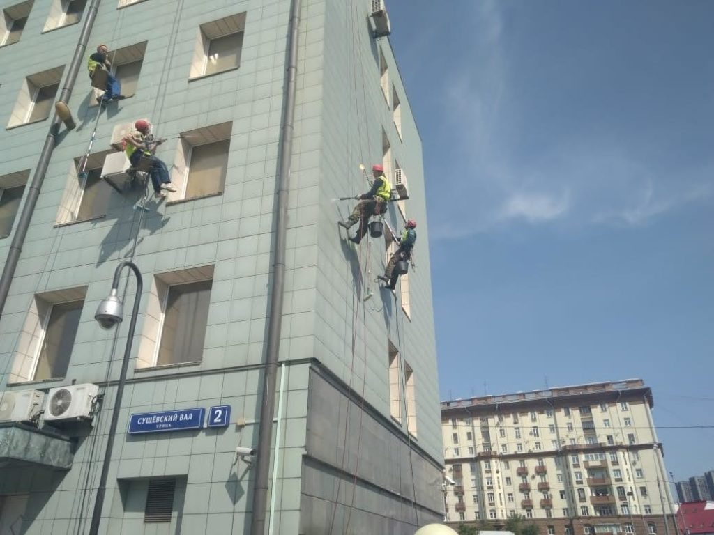 работы промышленных альпинистов на фасаде